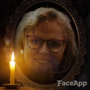 Liisa Old mirror candle FaceApp