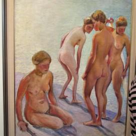 Kirpilä alastomia naisia rannalla