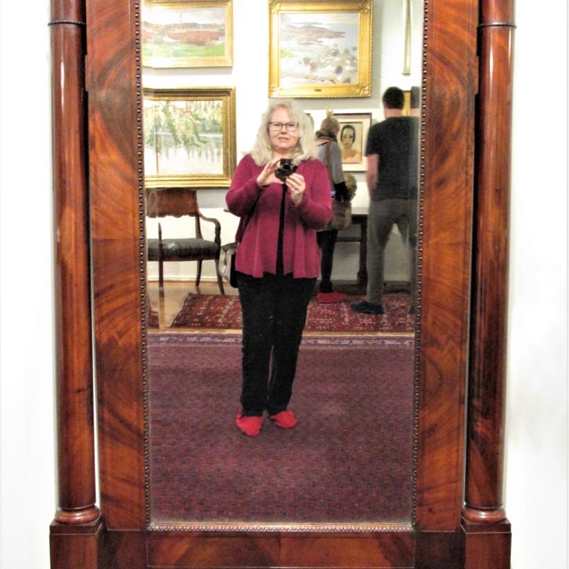 Kirpilä Liisa selfie peilin kautta2