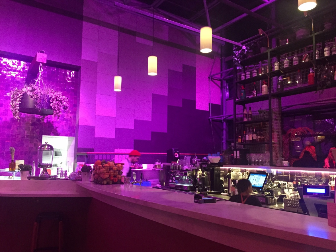 Bar Con baari kassa violetti